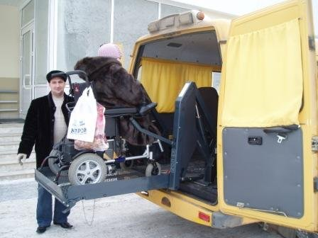 Фото: Спец автобус с подъемником (ЧП Н.В. Гарина)